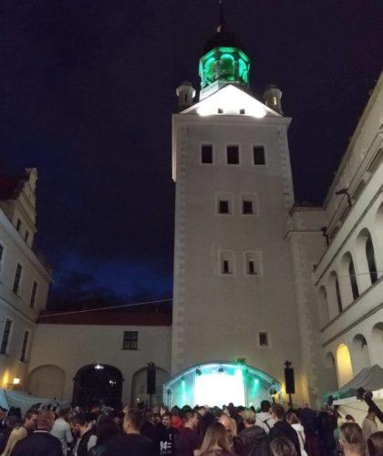 Zamek Książąt Pomorskich w Szczecinie. Wieża Dzwonów, kadr z Małego Dziedzińca