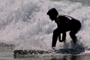 Surfing na Costa Caparica, Lizbona 2020/ surfando na Costa Caparica, Lisboa 2020